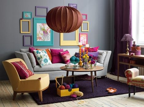 70s decoration with gray walls and colorful accents | decor