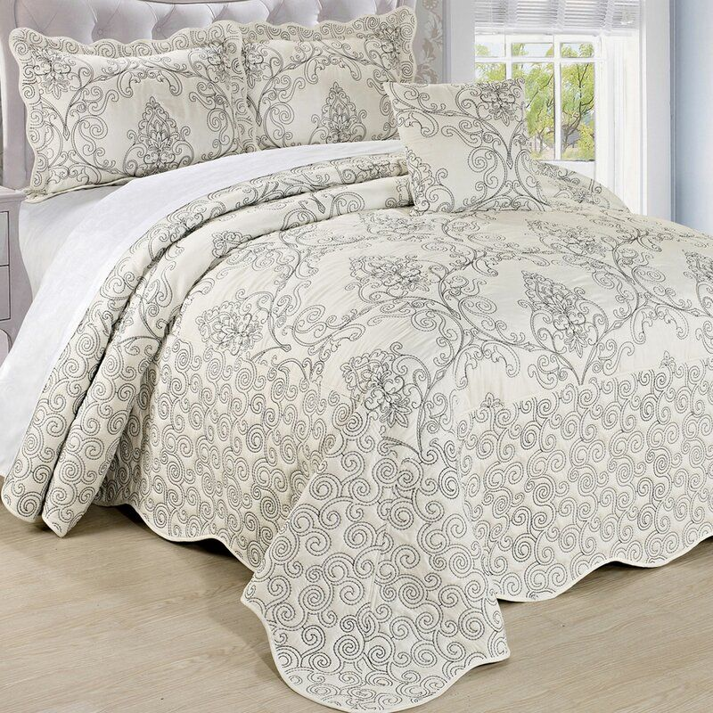 Darby Home Co Lucinda Quilt Set Reviews Wayfair In 2020 Bedspread Set Quilt Sets Tahari Bedding