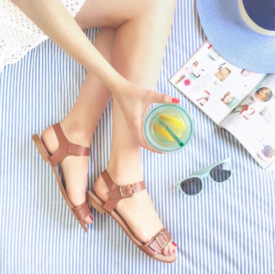 Les sandales camel, un incontournable de l'été ! > http://