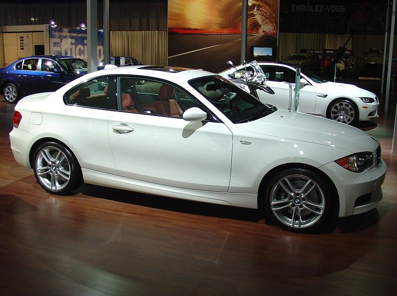 Bmw 135i coupe in alpine white with red coral interior