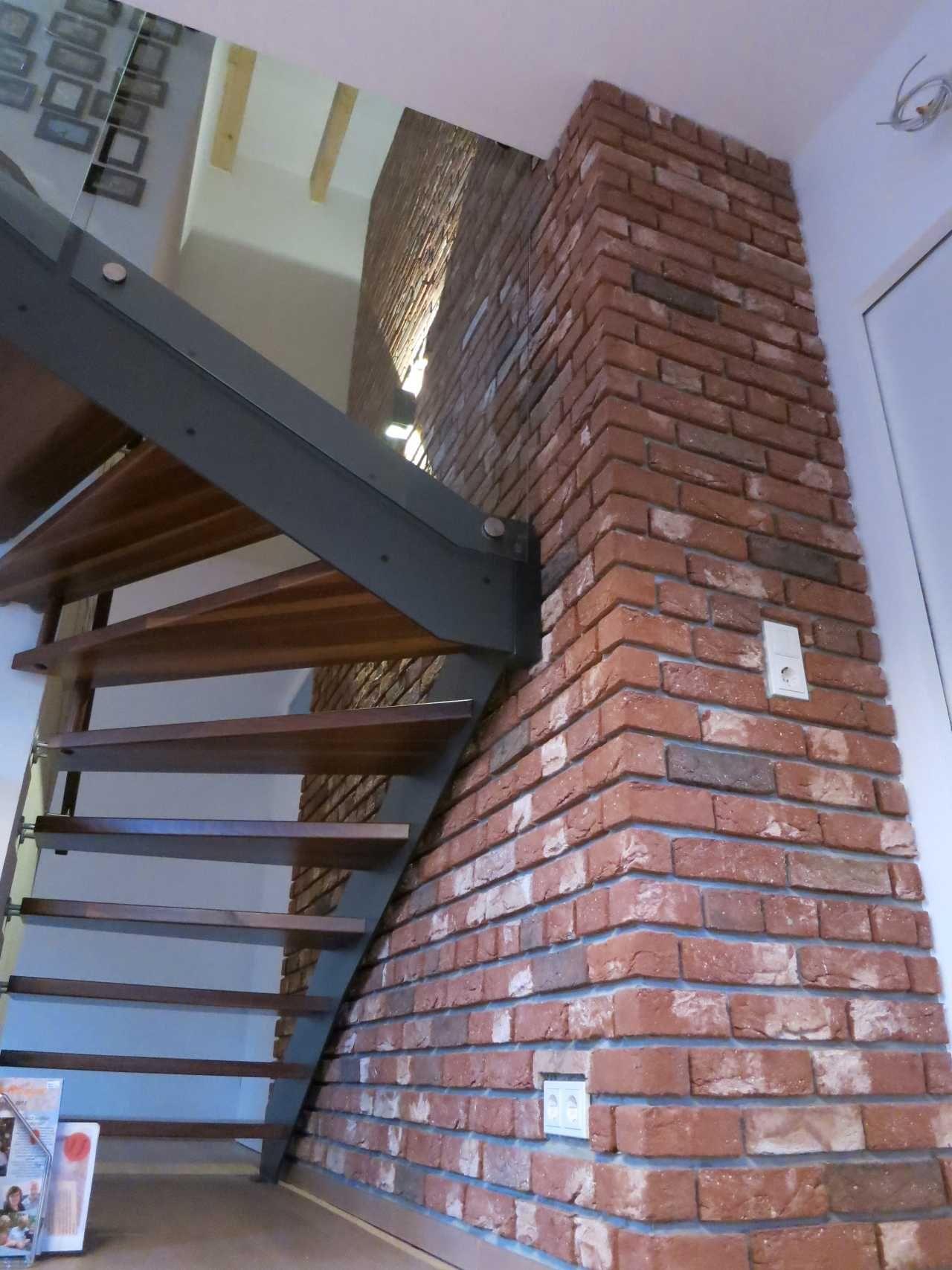Treppenhaus Wand Mit Klinkerriemchen Bekleidet Ausdrucksstarke