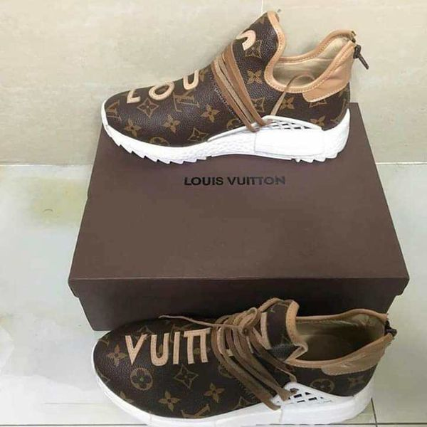 Louie vuitton for Sale in Jurupa Valley, CA - Offe