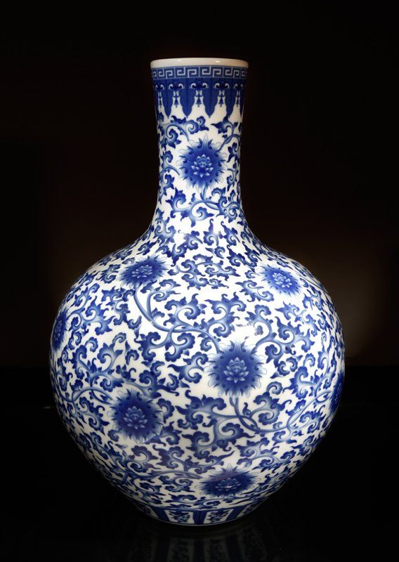 Chinese Porcelain Vase : Lot 70A