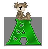Alfabeto con osito de peluche sobre letras verdes.