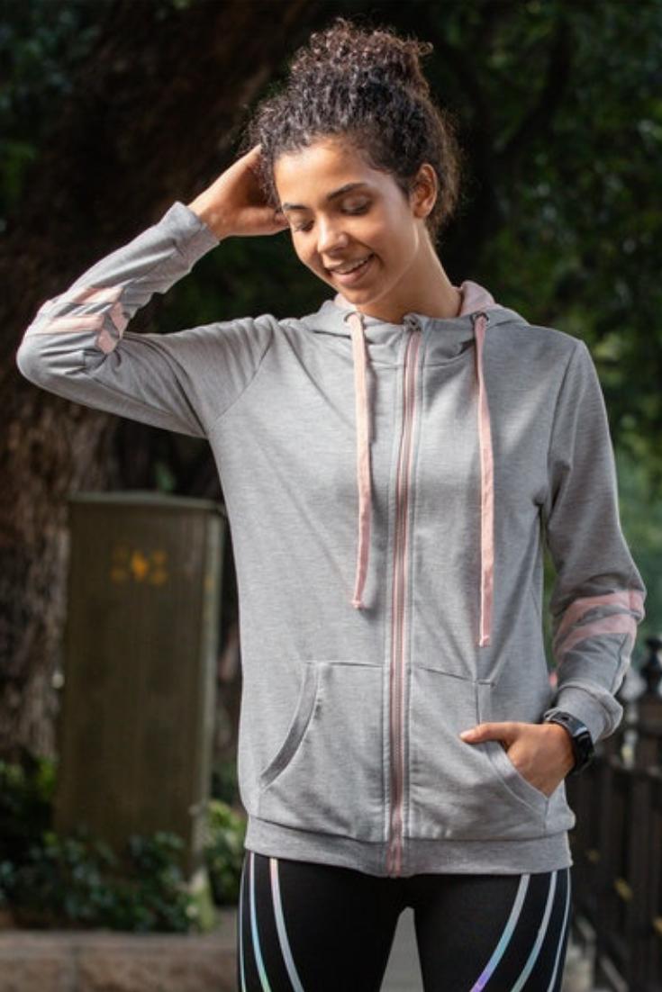 Sweatjacke mit Farbakzenten | Fashion, Hooded jacket, Jackets