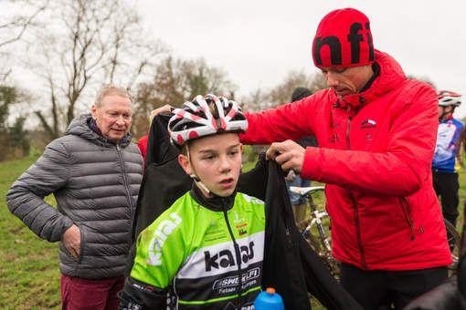 Dit is 'rusten' voor Sven Nys: zoon Thibau coachen! - HLN.be