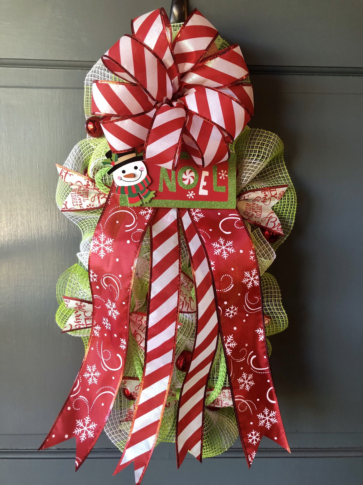 Christmas DIY Deco Mesh Swag Wreath Made Using The Ruffle