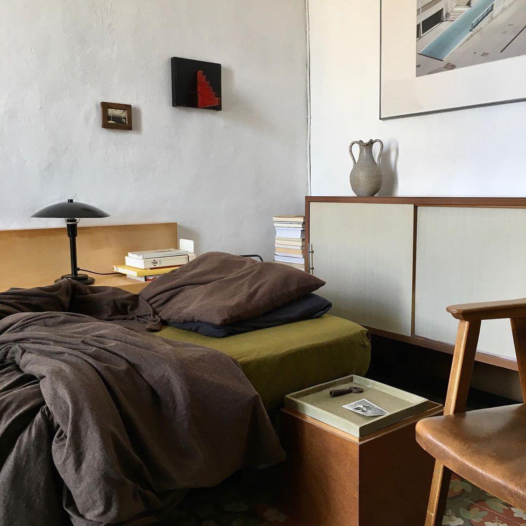 "Asia Chmielewska on Instagram: ""Sunday morning at Home. #interiors #interiordesign #vintagefurniture #midcentury #midcenturymodern #mcm #homestyling #bedroom #homedeco…"""