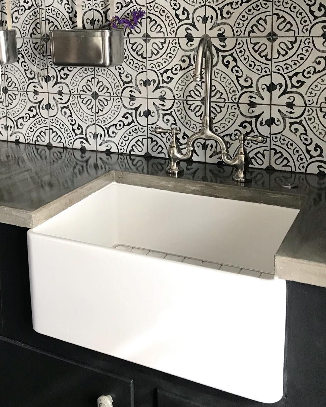24 Inch Single Bowl Farmhouse Sink With Chrome Drain And Grid Bowl Chrome Drain Farmhouse Farm In 2020 Farmhouse Sink Black And White Tiles Concrete Countertops