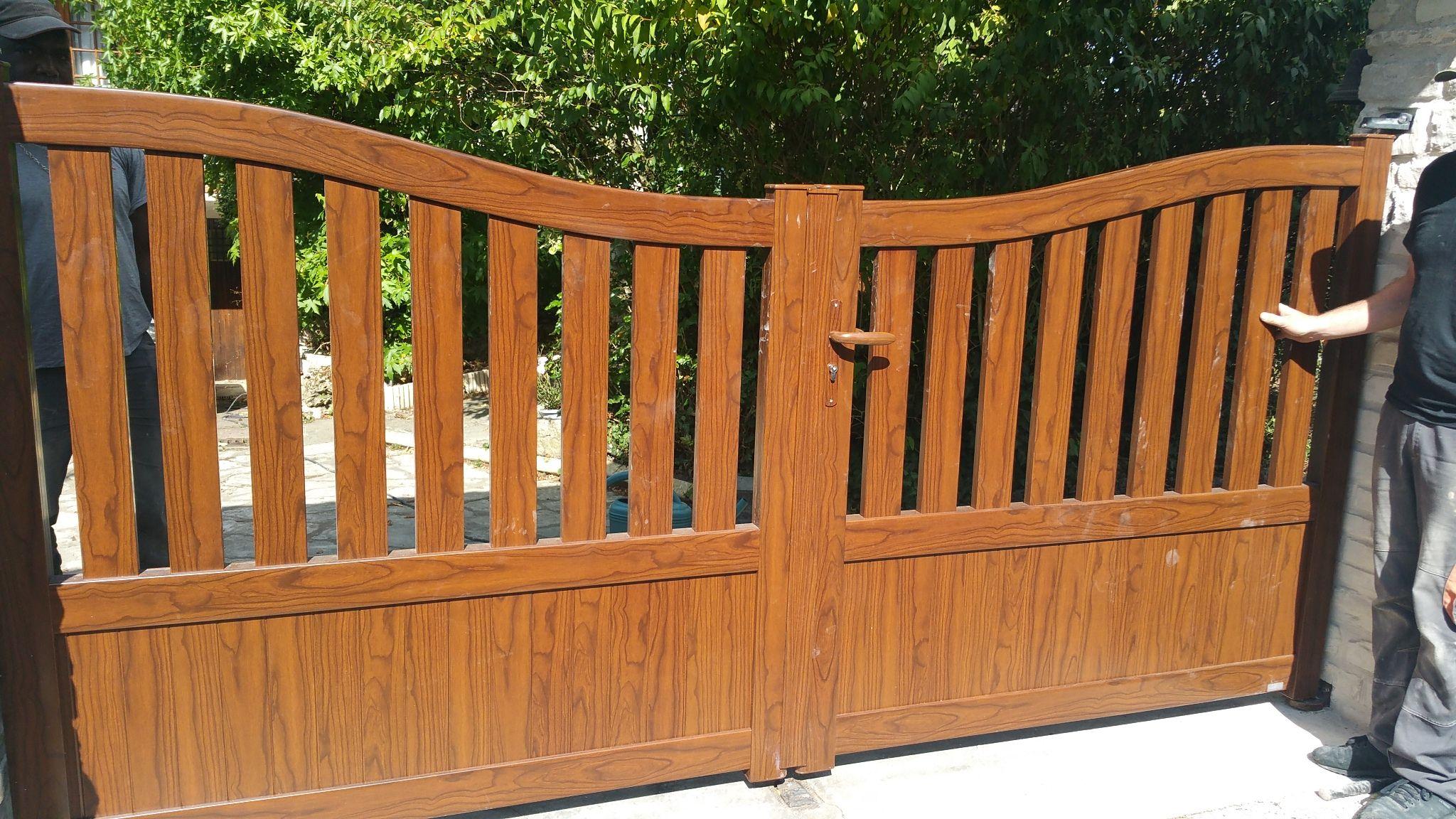 012f7396253bd Pose d un portail en aluminium aspect bois (chêne doré)