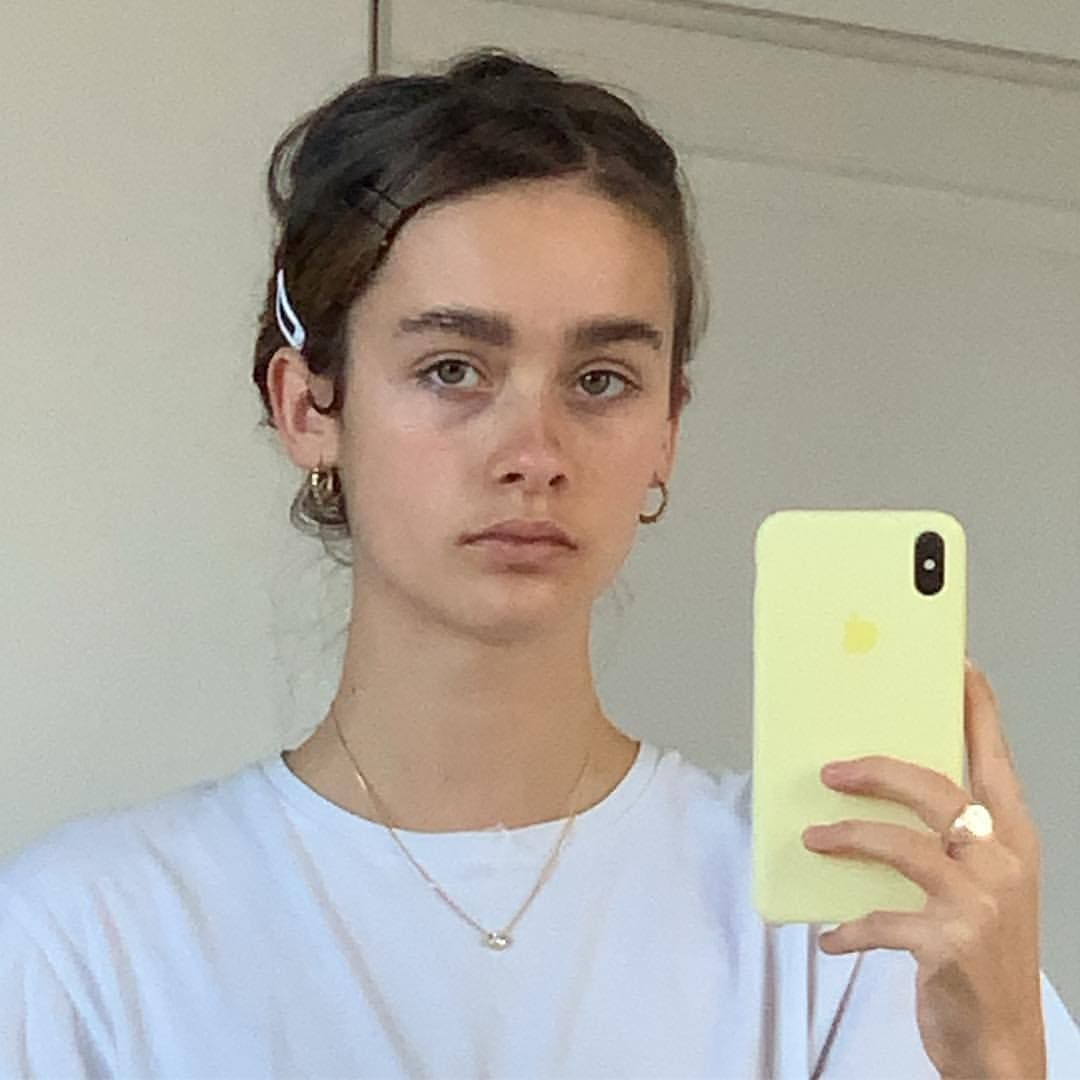Mirror pictures selfie panosundaki Pin