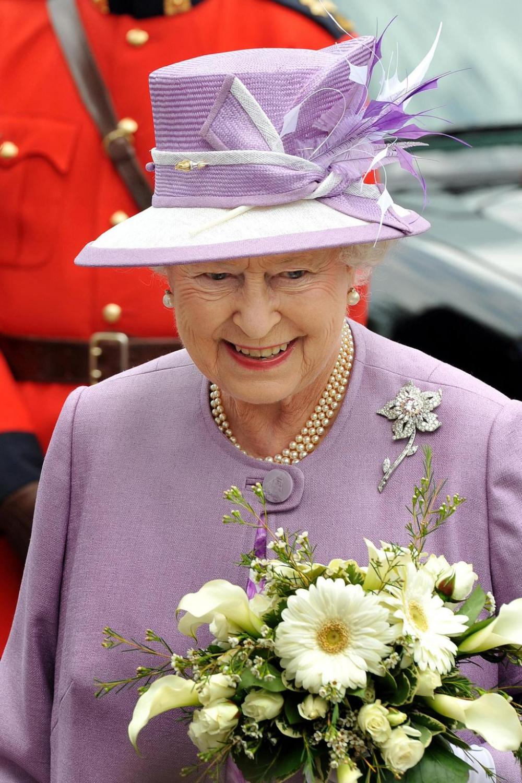 A look at Queen Elizabeth's most beautiful pieces of jewellery #queenshats