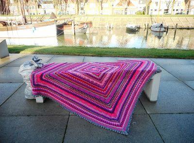 Atelier 'De Kleine Haven' gehaakte deken Pink