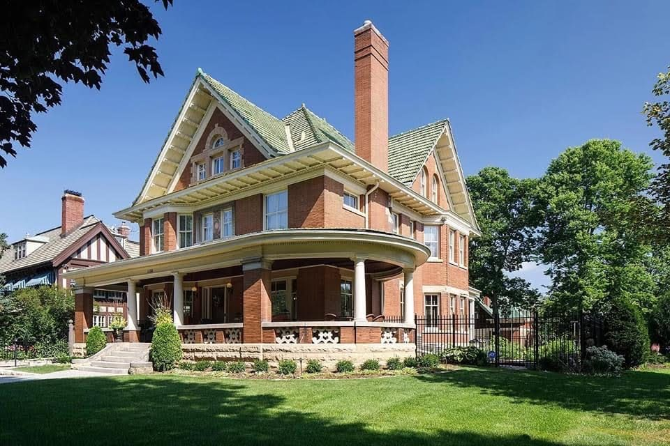 1909 Historic House For Sale In Saint Paul Minnesota Captivating Houses In 2020 Historic Homes Farmhouse Style House Plans House With Porch