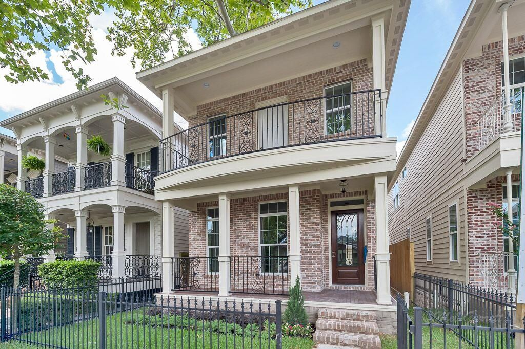 Single Family Property For Sale With 3 Beds 2 Baths In Houston Tx 77008 Property For Sale Property House Styles