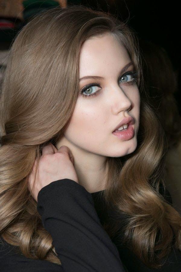 Medium neutral brown hair color..This is not brown, it is ash blonde.