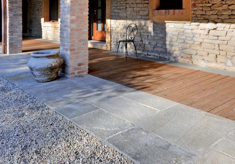steinplatten terrasse terrassenplatten grosse granit holz kies b b terrasse pinterest kies. Black Bedroom Furniture Sets. Home Design Ideas