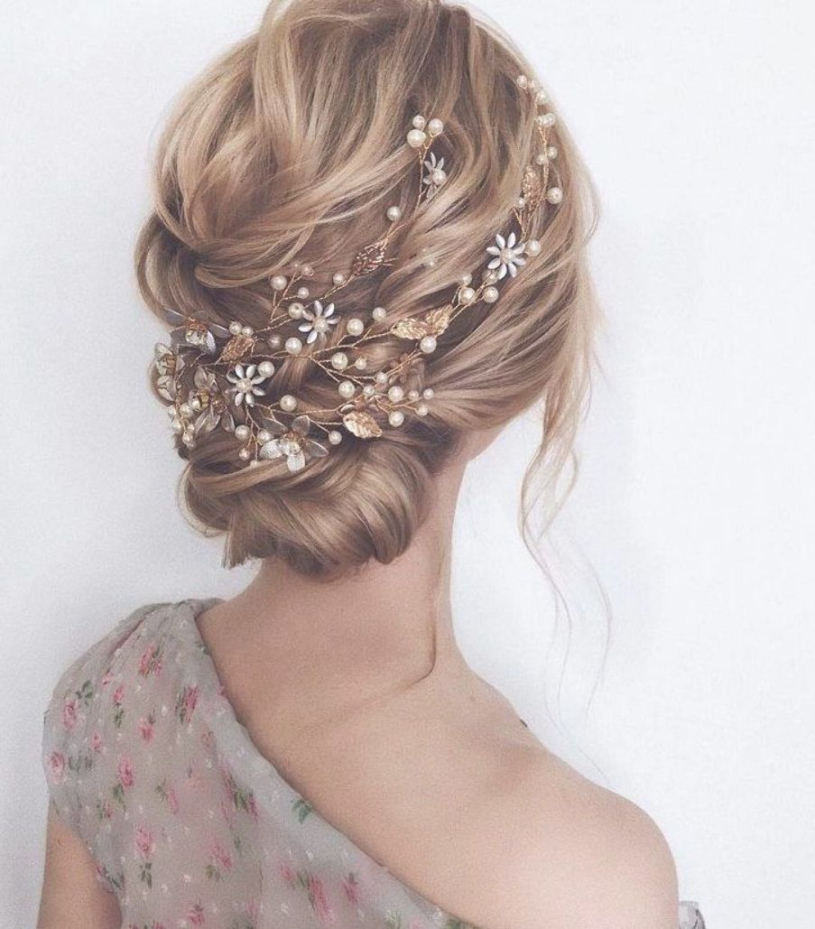 Gorgeous Wedding Hairstyles For the Elegant Bride | bridal updo hairstyles #weddinghair #weddingupdo #weddinghairstyle #weddinginspiration #bridalupdo #bridalhairflowers