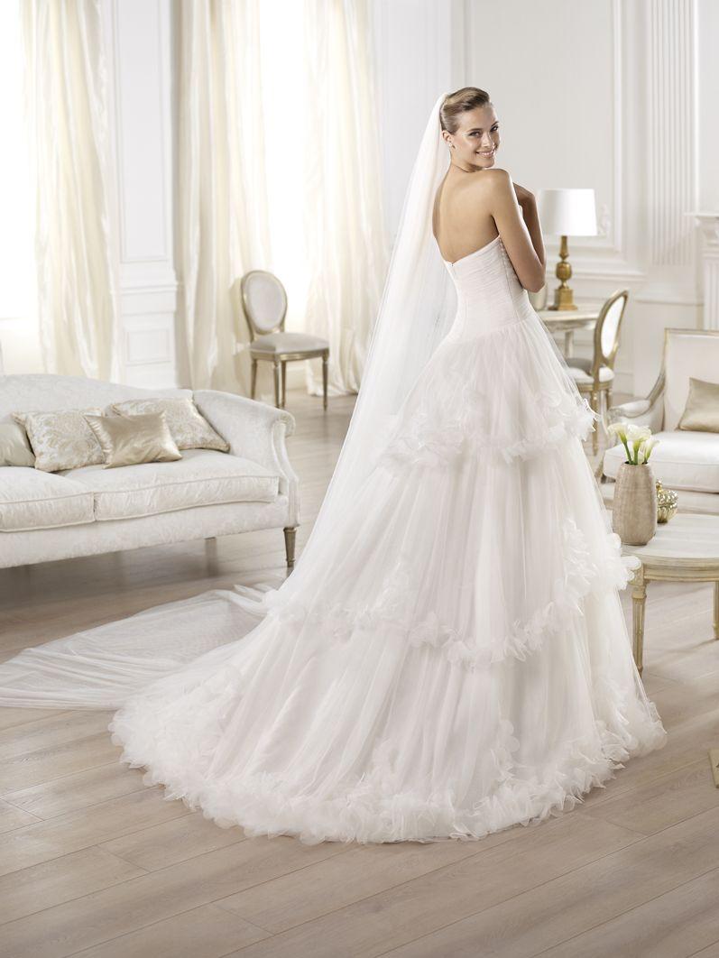 Wunderschönes Pronovias Brautkleid aus der Kollektion 2014. Feel free to Repin! :-)