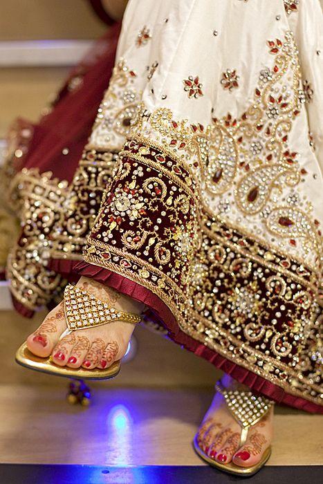 < Beautiful Indian Bridal #Lehenga and #Heels >