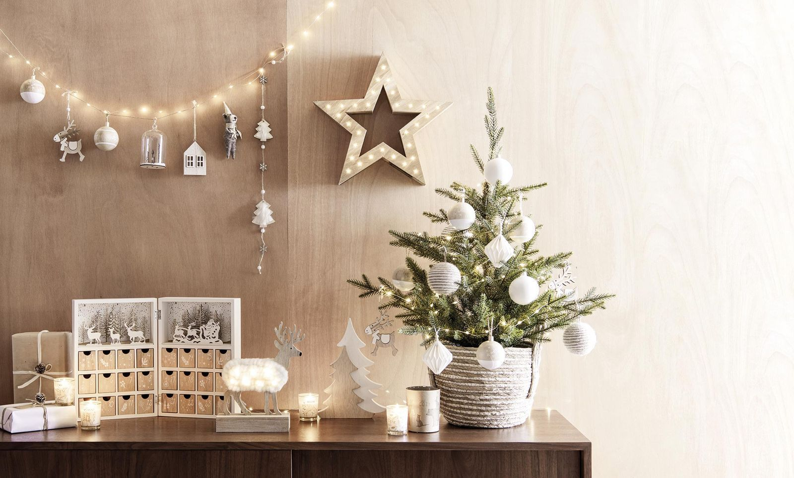 Los árboles más originales para la Navidad: Anímate y pon algo diferente en  casa | Decoración de unas, Como decorar espacios pequeños, Decoracion  navidad