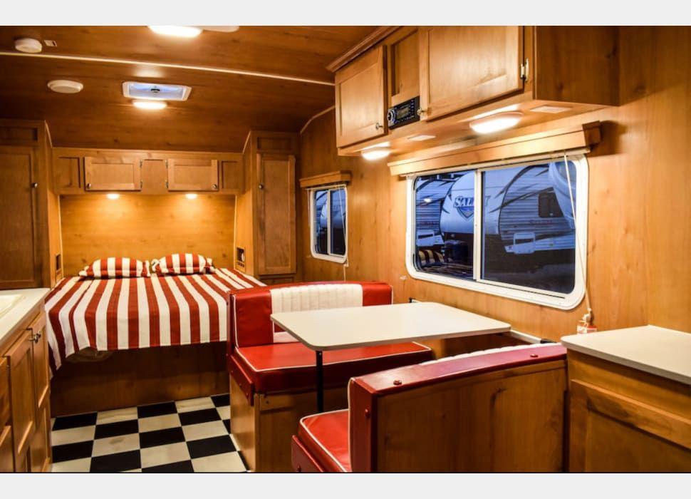 2018 Riverside Rv Retro 265rb Rv Rental In North Tustin Ca Rvshare In 2020 Retro Travel Trailers Travel Trailer Rental Black And White Flooring