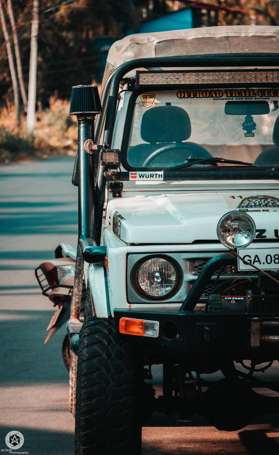 Itap Of A Random Jeep Photo Capture Nature Incredible Photo Background Editor Black Background Photography Simple Background Images