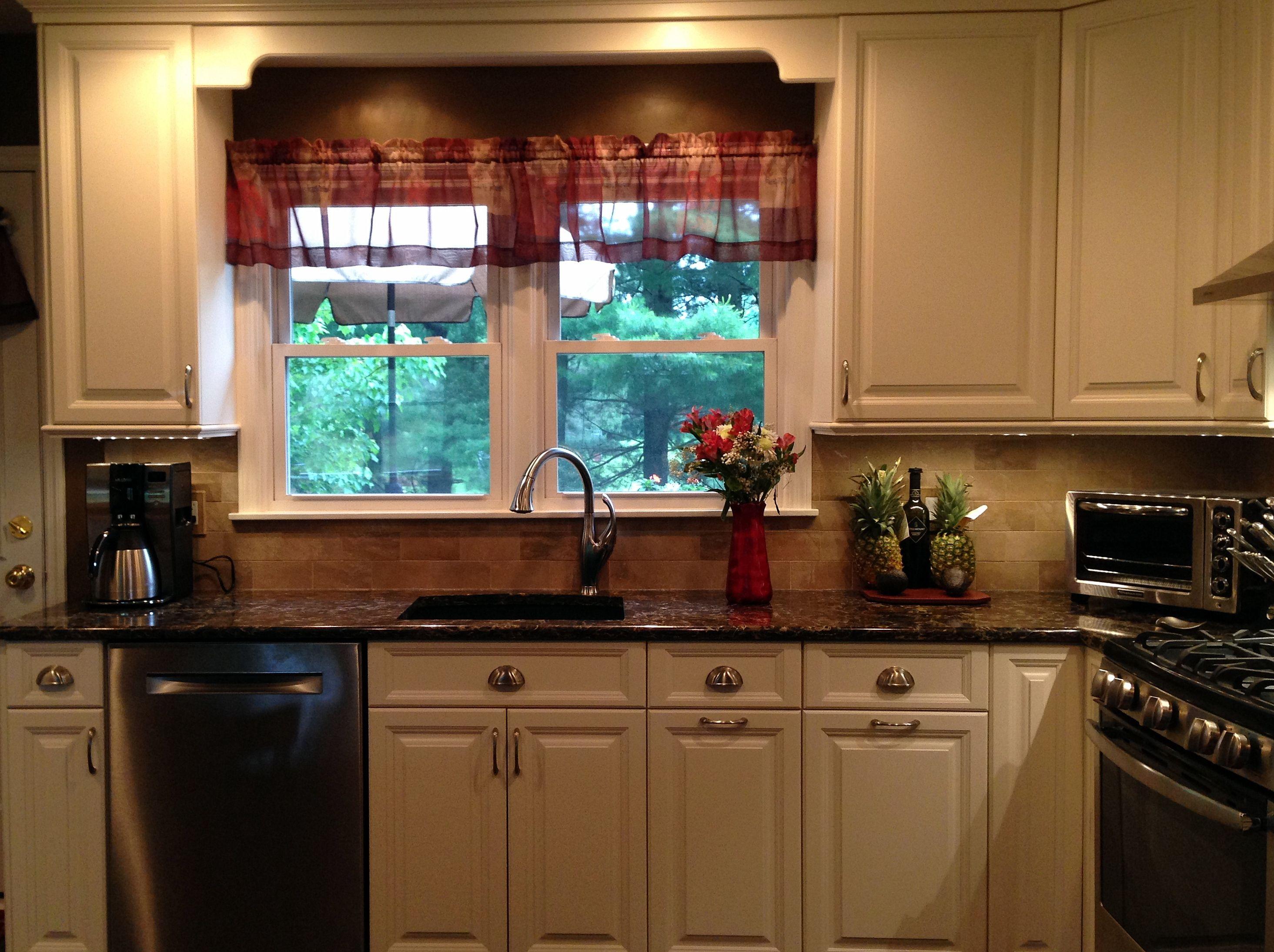 White Millbrook Kitchen With Laneshaw Quartz Countertops 5 Of 10 Kitchen Quartz Countertops Kitchen Cabinets