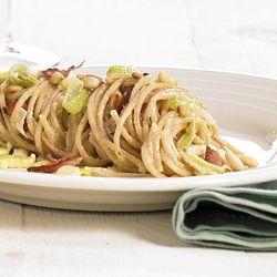 Pasta met gerookt spek, prei en mosterdsaus - Recept » Colruyt Culinair