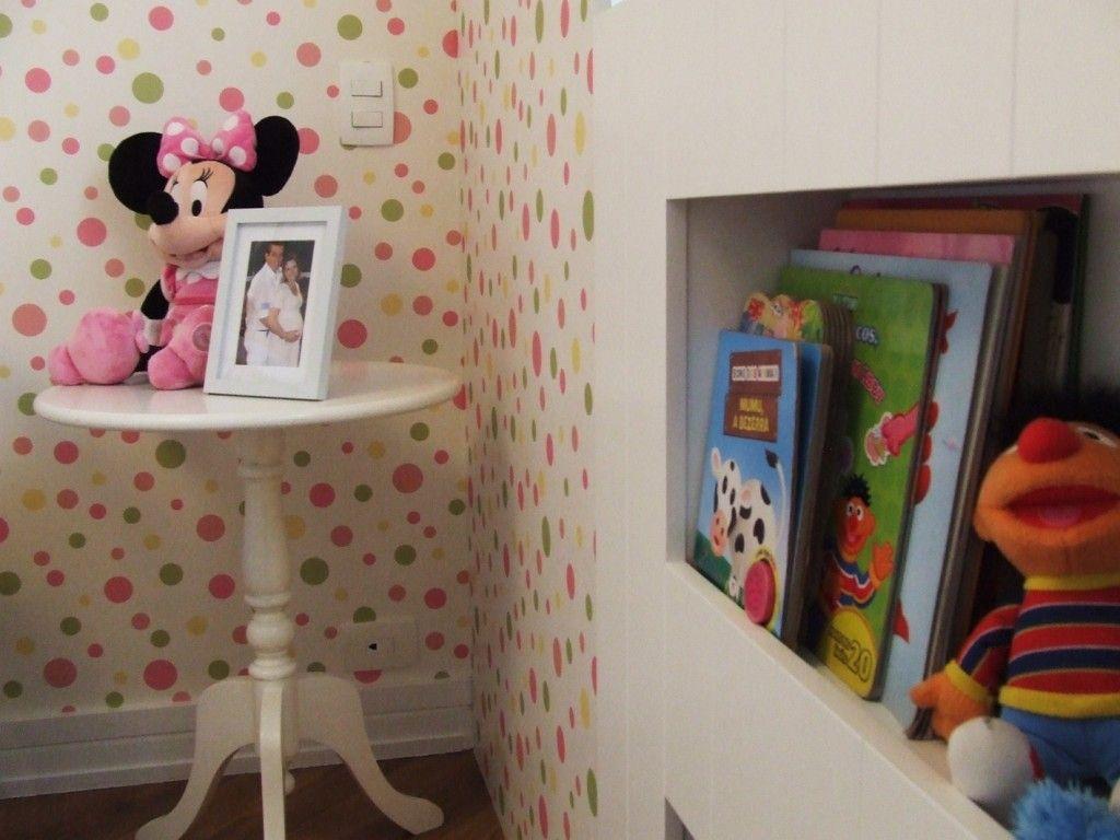 Quarto bebê | O nicho com os livros foi projetado logo abaixo da janela, em uma altura onde a criança possa interagir e brincar | marcelasantiago.com.br