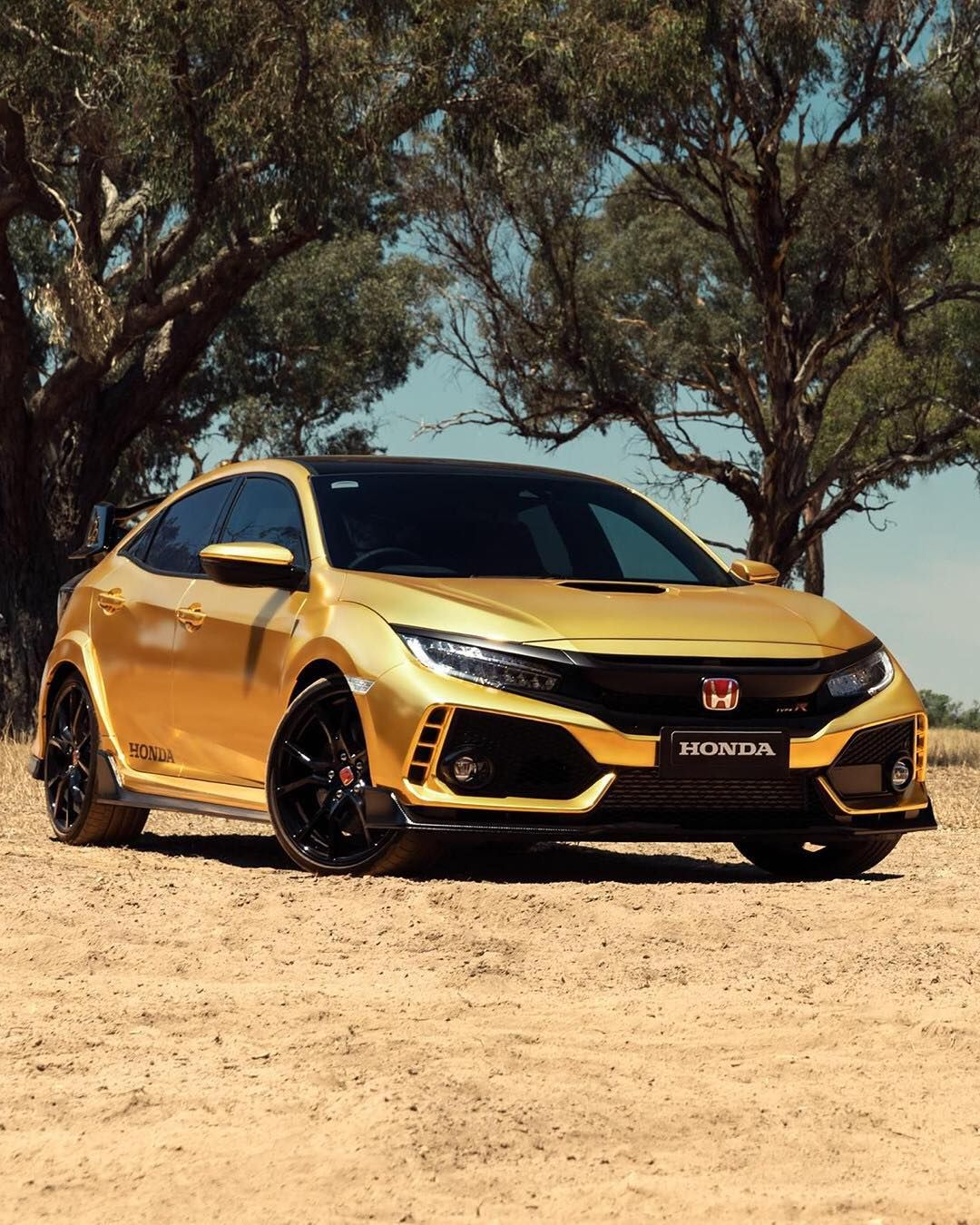 Car And Driver On Instagram Honda Covers The Civic Type R And Nsx In Gold For Its 50th Anniversar Honda Civic Hatchback Honda Civic Vtec Honda Civic Type R
