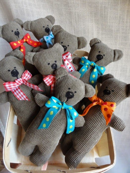 Bären aus Cordrock / Teddy bears made from old skirt / Upcycling ...