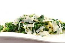 Roerbakschotel met spinazie en courgette