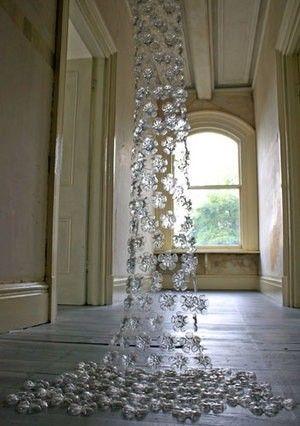 Elegante cortina hecha con botellas de plástico