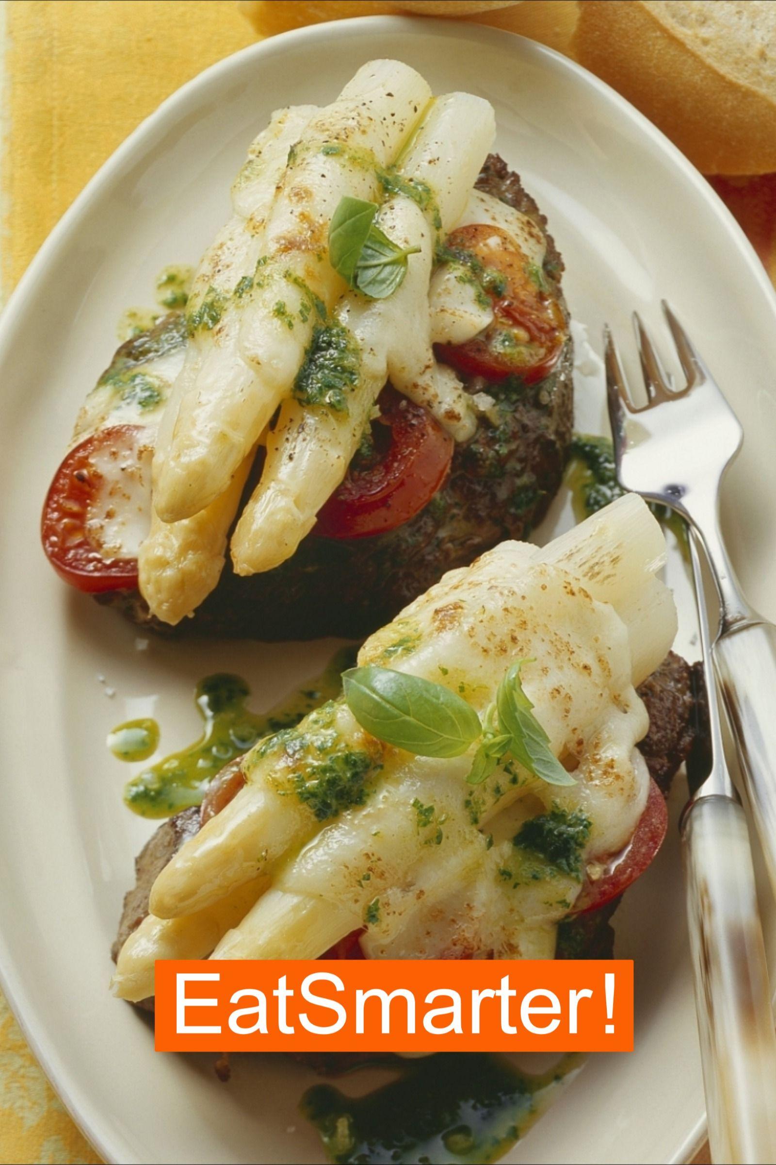 Rezept für Steaks mit Spargel-Pesto-Topping | EAT SMARTER