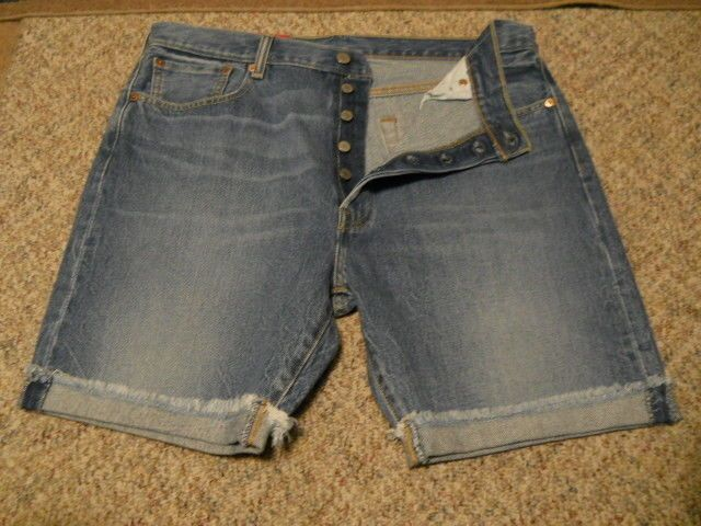 """MENS LEVI'S 501 BUTTON FLY DENIM SHORTS CROPPED SIZE 42 9"""" INSEAM MSRP $50-NWT"""