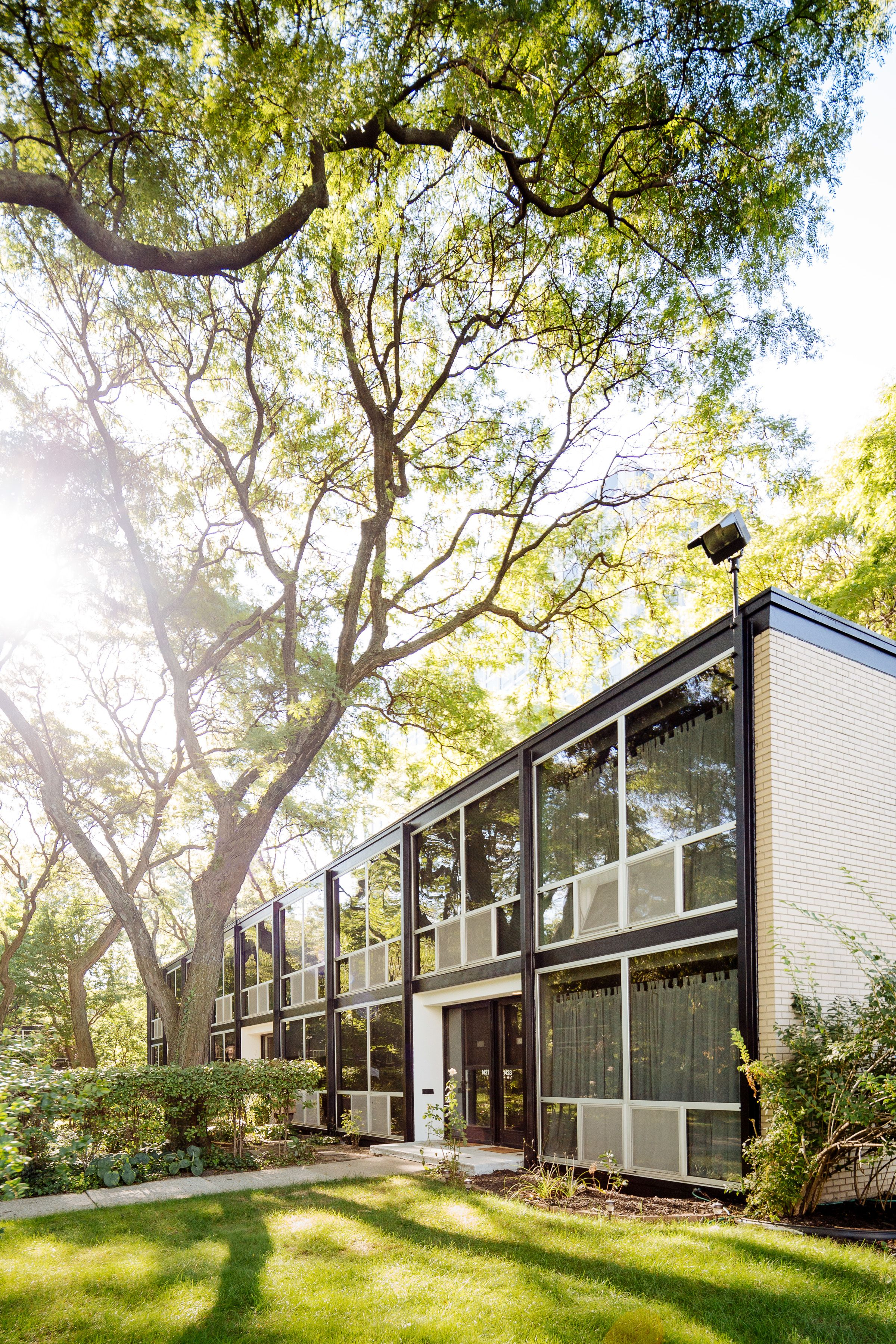 Home garden style  Best Photos from A New York Transplant Remakes One of Mies van der