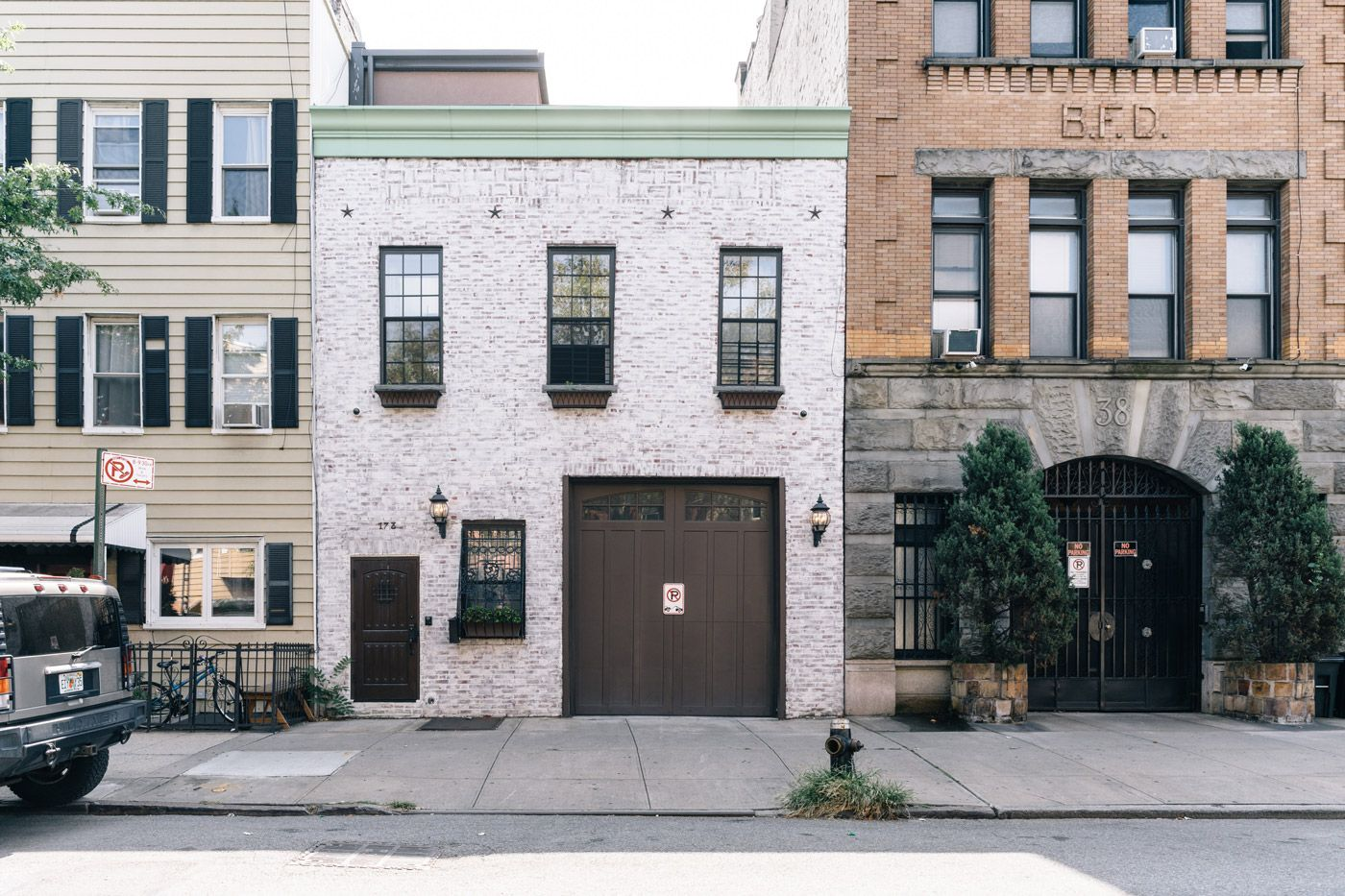 Pin By Karen Sauler On Home Exteriors Nyc Real Estate Luxury Neighborhoods House Exterior
