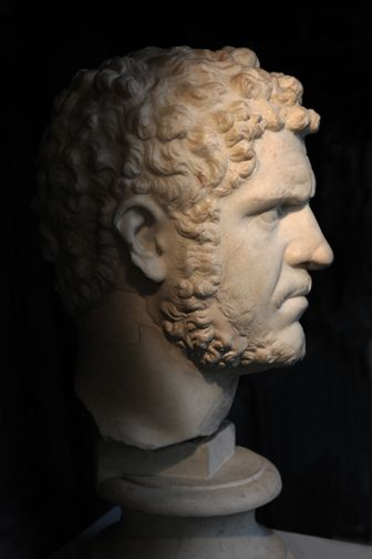Right profile of a Luna-marble portrait of the emperor Caracalla in the collections of the Capitoline Museums in Rome (discovered during the excavations for the construction of the Via dei Fori Imperiali in 1933; now displayed in the ACEA/Montemartini annex of the Museum. Date: 212-217 (reign of Caracalla).