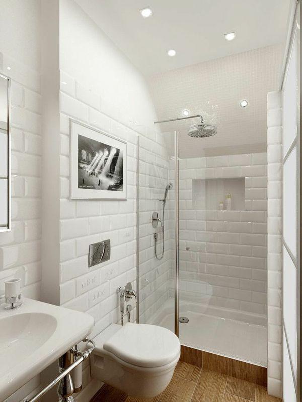 De jolis carreaux blancs et un am nagement pratique d 39 une for Petite salle de bain tendance