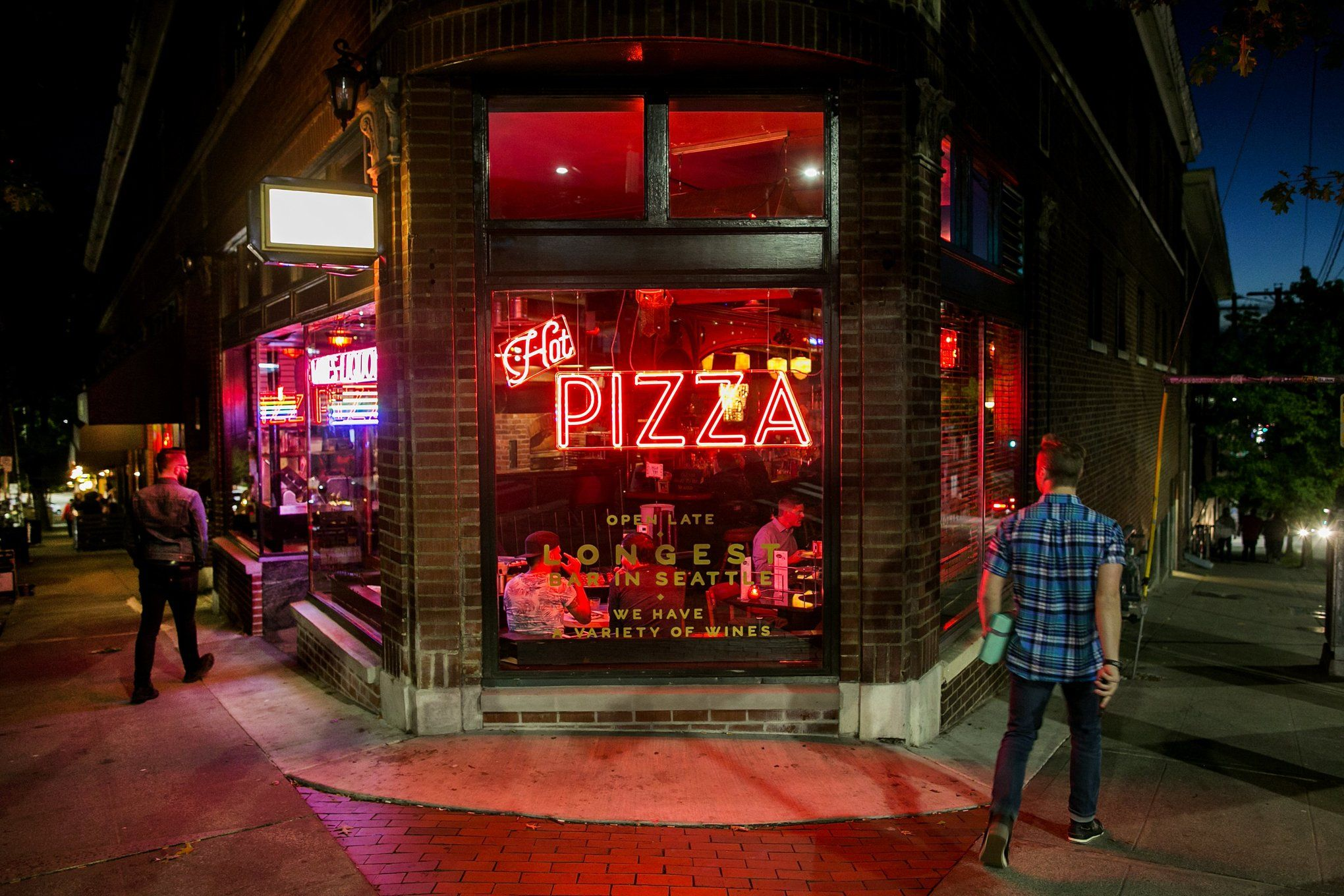 It Looks Old School But Dino S Tomato Pie On Capitol Hill Is The New Spot From The Pizza Obsessed Mind Of Brandon Pettit F Cheap Eats Tomato Pie Seattle Food