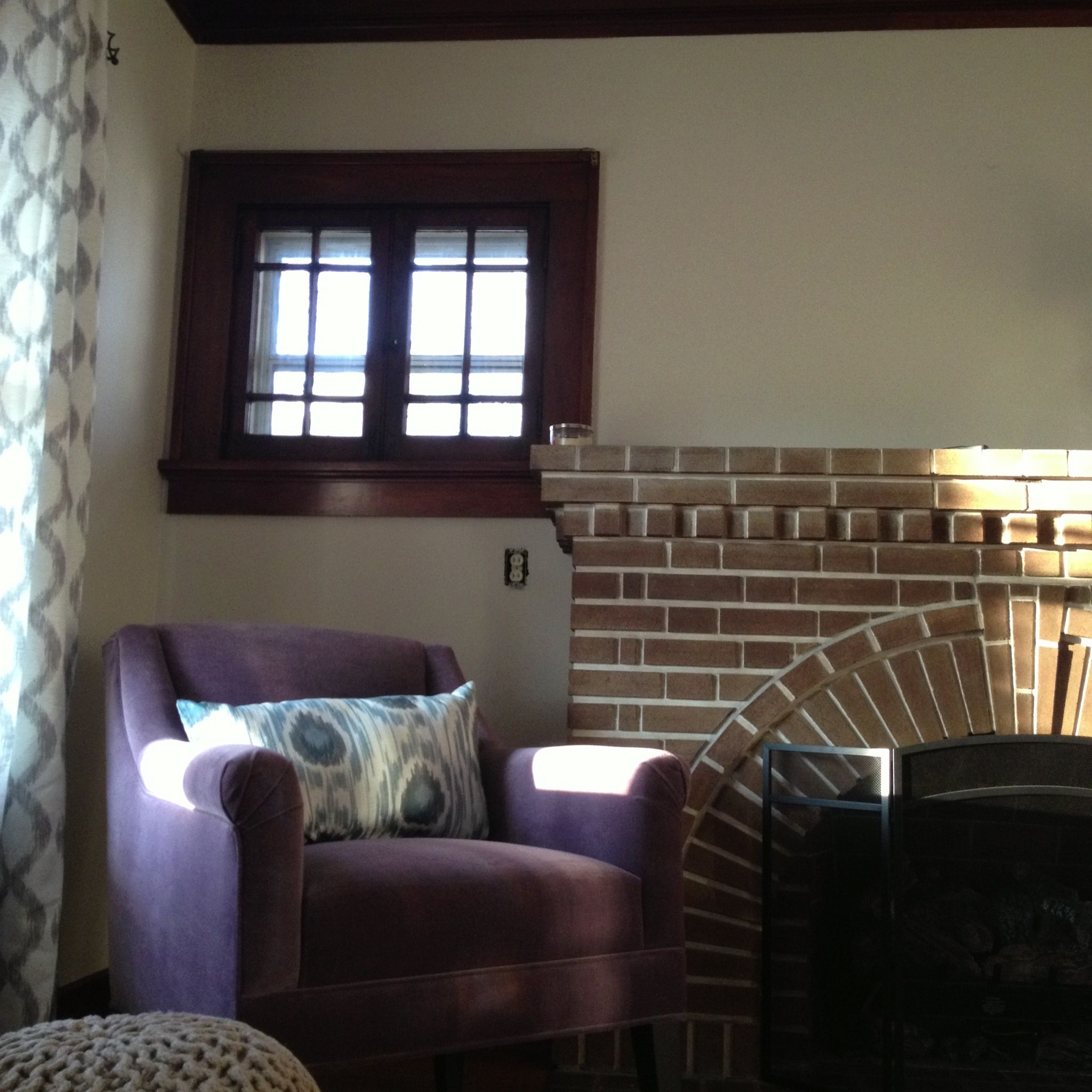 Natural Color Living Room Glidden Paint In Natural Wicker Does A Great Job Of Highlighting