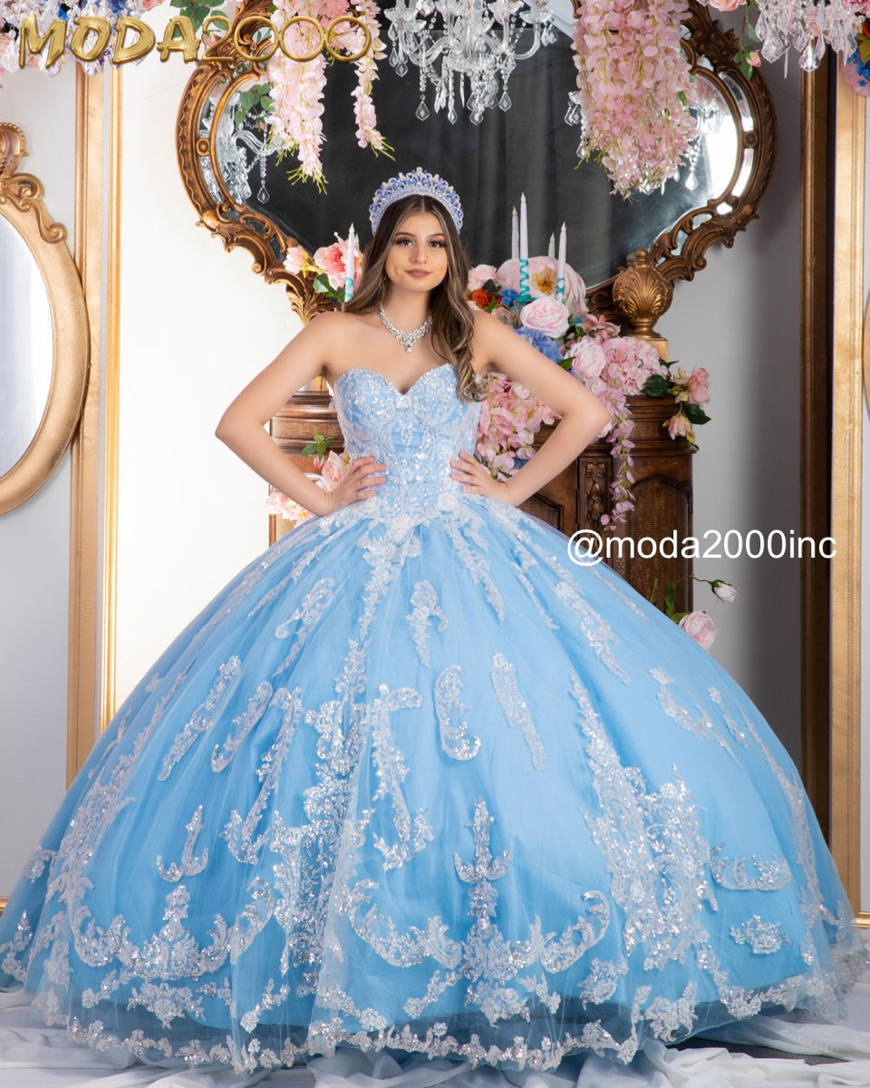 Beautiful Blue And Glittery White Quinceanera Dress Quinceanera Dresses Blue Pretty Quinceanera Dresses Quinceanera Dresses [ 1200 x 960 Pixel ]