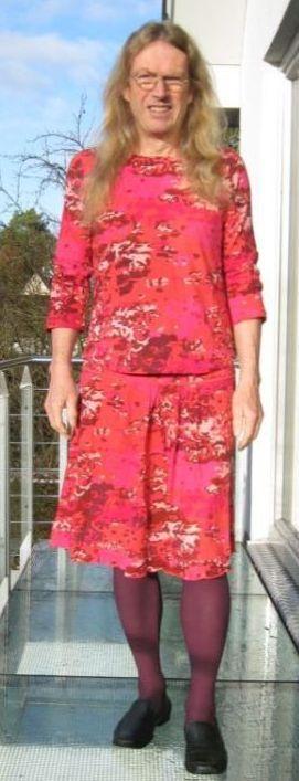Frau sucht mann in frauenkleidung