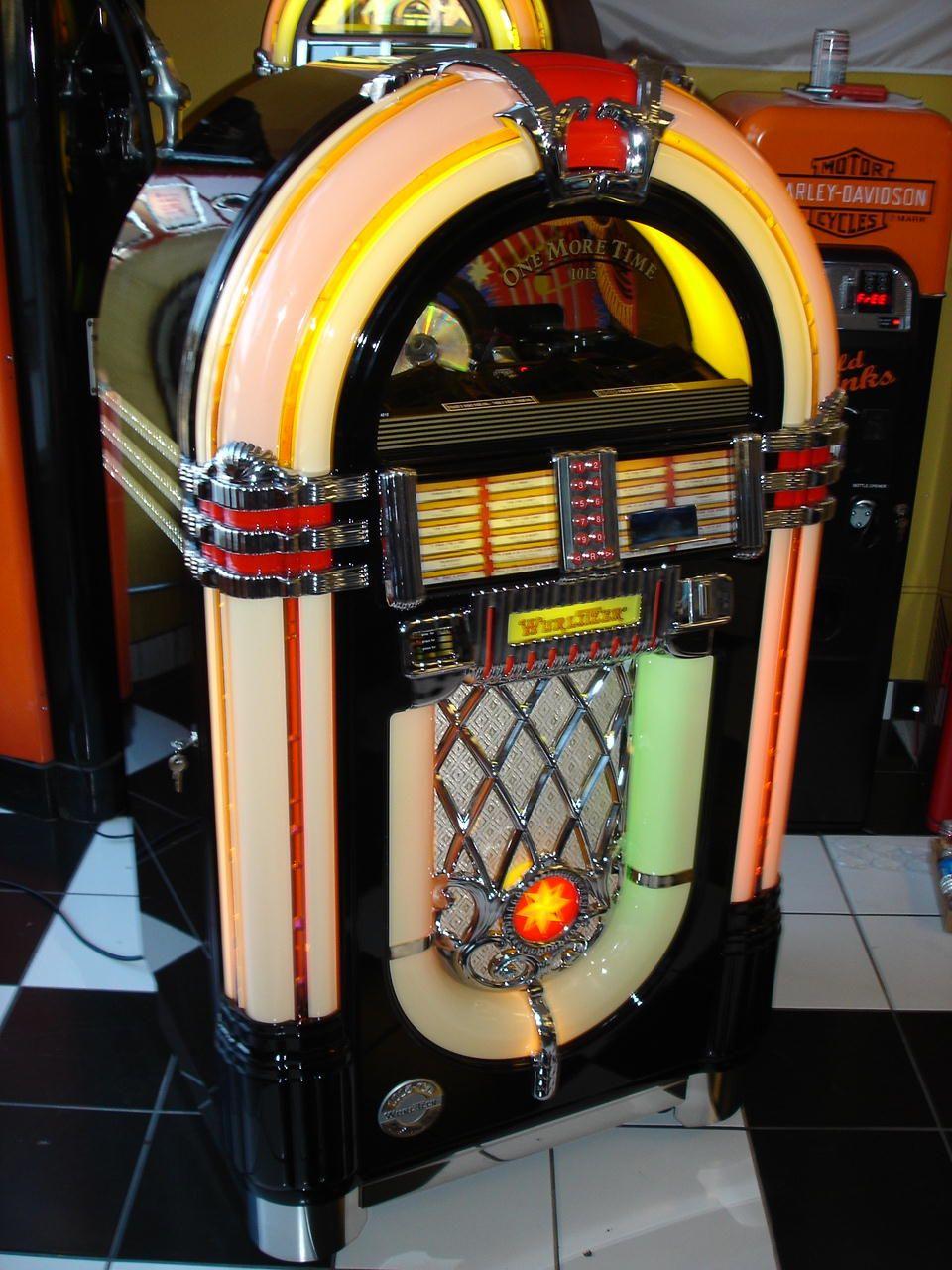 c 1946 Wurlitzer 1015 Jukebox Bubbler | colorful music | Jukebox