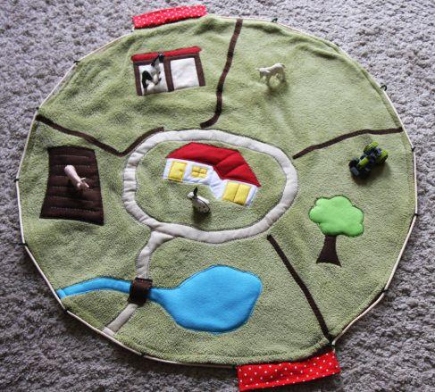 bauernhof spielteppich f r kurze for little ones n hen n hen f r kinder und bauern. Black Bedroom Furniture Sets. Home Design Ideas