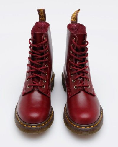 d5b9ff44 Haven't acquired a red pair o' Docs yet | Shoes Universe | Zapatos ...