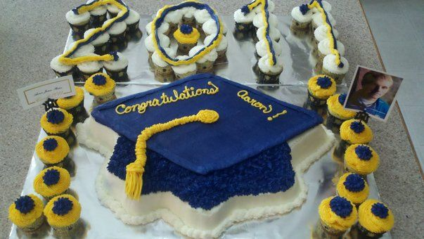 Graduation Blue And Gold Cake With Images Graduation Cakes