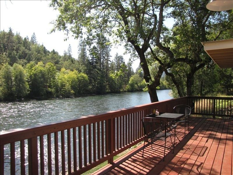 Shady Cove Vacation Rental   VRBO 383249   1 BR Southern Oregon Cabin In OR,