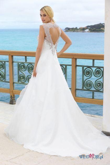 Dekolt Na Plecach W Kształcie Serca ślubne Stylizacje Wedding